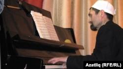 Рәиф Бәһәветдинов фортепианода уйный