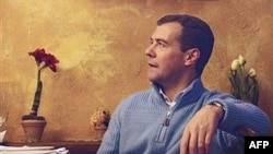 Дмитрий Медведев - другое лицо режима, с ноутбуком вместо ракет