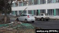 В школе-лицее № 46 продолжается ремонт. Шымкент, 24 ноября 2014 года.
