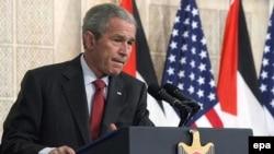 جرج بوش از اسرائیل خواست به اشغال سر زمین های فلسطینی پایان دهد.