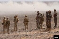 Йорданські вояки та американські піхотинці під час маневрів «Eager Lion». Травень 2015 року