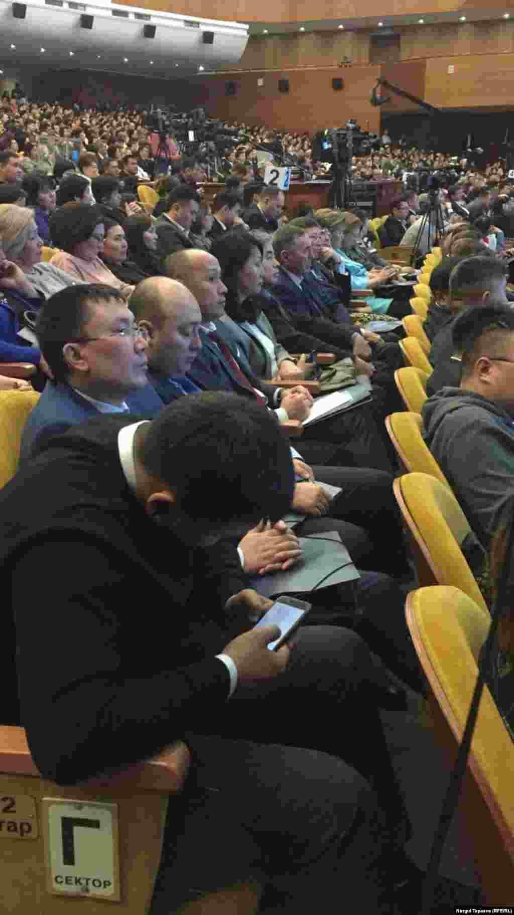 Жиынға қатысып отырған тұрғындар. Алматы, 20 ақпан 2019 жыл