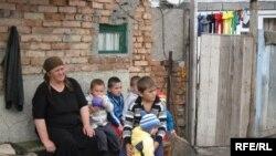 Власти Северной Осетии говорят, что решить проблемы этих людей под силу только Федеральному центру