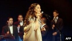 احلام خواننده اماراتی در یکی از کنسرتهایش در سال ۲۰۰۸