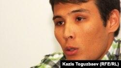 Stan.kz тілшісі Азамат Есберген. Алматы, 20 қыркүйек 2011 жыл.