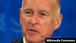 Гувернерот на Калифорнија Џери Браун