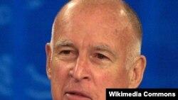 Калифорния губернаторы Джерри Браун