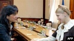 Ukrainian Prime Minister Yulia Tymoshenko (right) meets with IMF envoy Ceyla Pazarbasioglu in Kyiv on October 17.