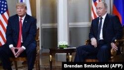 Дональд Трамп (л) та Володимир Путін (п) під час зустрічі в Гельсінкі, Фінляндія, 16 липня 2018 року