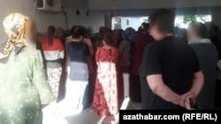 Очередь в продуктовый магазин, Ашхабад, Май, 2020