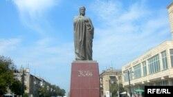 Sumqayıt şəhərində Nizaminin heykəli
