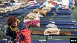 Люди в тимчасовому укритті в місті Камеріно в центральній частині Італії, 28 жовтня 2016 року