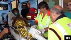 Один из выживших при крушении судна с беженцами вблизи Лампедузы