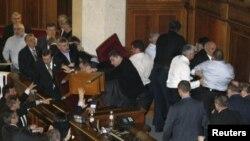 Rrahje në Parlamentin e Ukrainës