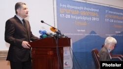 Armenia - Prime Minister Tigran Sarkisian speaks at a conference in Yerevan, 18Oct2013.