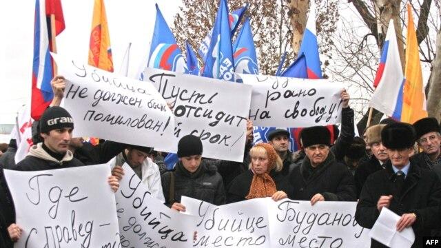 В Грозном обещают возобновить акции протеста, если убийца адвоката не будет найден, а Буданова не вернут в тюрьму