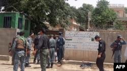 Policët në vendin e sulmit vetëvrasës me bombë në provincën Baghlan