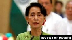 Нобелевский лауреат и лидер Бирмы Аун Сан Су Чжи.