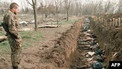 Нохчийчоь – Оьрсийн салти ву Iаьнан хенахь байинчу маьрша бахархойн декъешна тIехь лаьтташ. Соьлж-гIалара керстанийн кешнашкахь дIабоьхкинарш аьхкинера хьенан мила хилла къастон. 31Заз1995