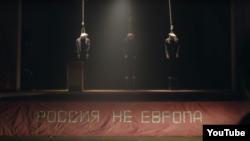 """Кадр из клипа Pussy Riot на песню """"Чайка"""""""