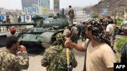 Поддржувачите на сепаратистите по преземањето на контролата врз јеменскиот град Аден