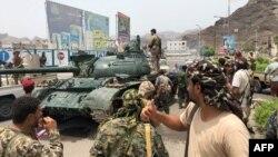 Бои в городе начались 8 августа, когда значительную часть города заняли вооружённые отряды сепаратистов так называемого Южного переходного совета.