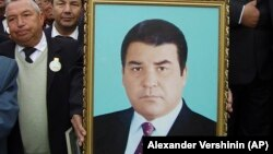 Портрет першого президента Туркменистану Сапармурата Ніязова