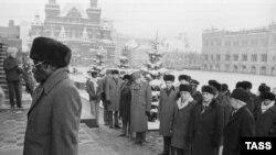 Роберт Мугабе в Москве на Красной площади. Декабрь 1985 года