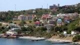 Поселок Кацивели. Недостроенный санаторий, в котором собираются создать игорную зону, возвышается на холме над прибрежной зоной