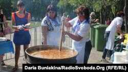 Jevgen Klopotenko tvrdi da se boršč u Ukrajini kuha i konzumira oko 1.500 godina.