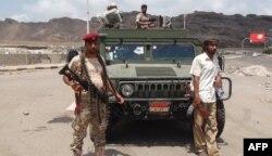 """Бойцы """"народной милиции"""", сохранившей верность президенту Мансуру Хади. 26 марта"""