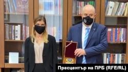 През октомври Невена Зартова прие от главния прокурор Иван Гешев отличие от името на прокурорите в СРП