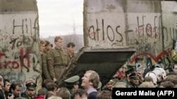 Падіння Берлінської стіни, яка розділяла західний і східний Берлін, 11 листопада 1989