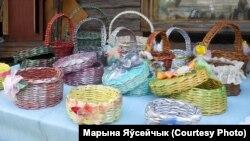 Вырабы з газэтнай паперы Сьняжаны Аўтушкі