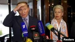 Представник ОБСЄ у контактній групі Гайді Тальявіні та президент Леонід Кучма, який представляє на переговорах Україну