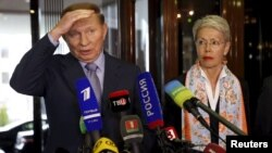 Екс-президент України Леонід Кучма та представник ОБСЄ Гайді Тальявіні. Мінськ, 6 травня 2015 року