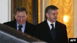 екс-президент України Кучма і посол Росії в Україні Зурабов після зустрічі в Мінську