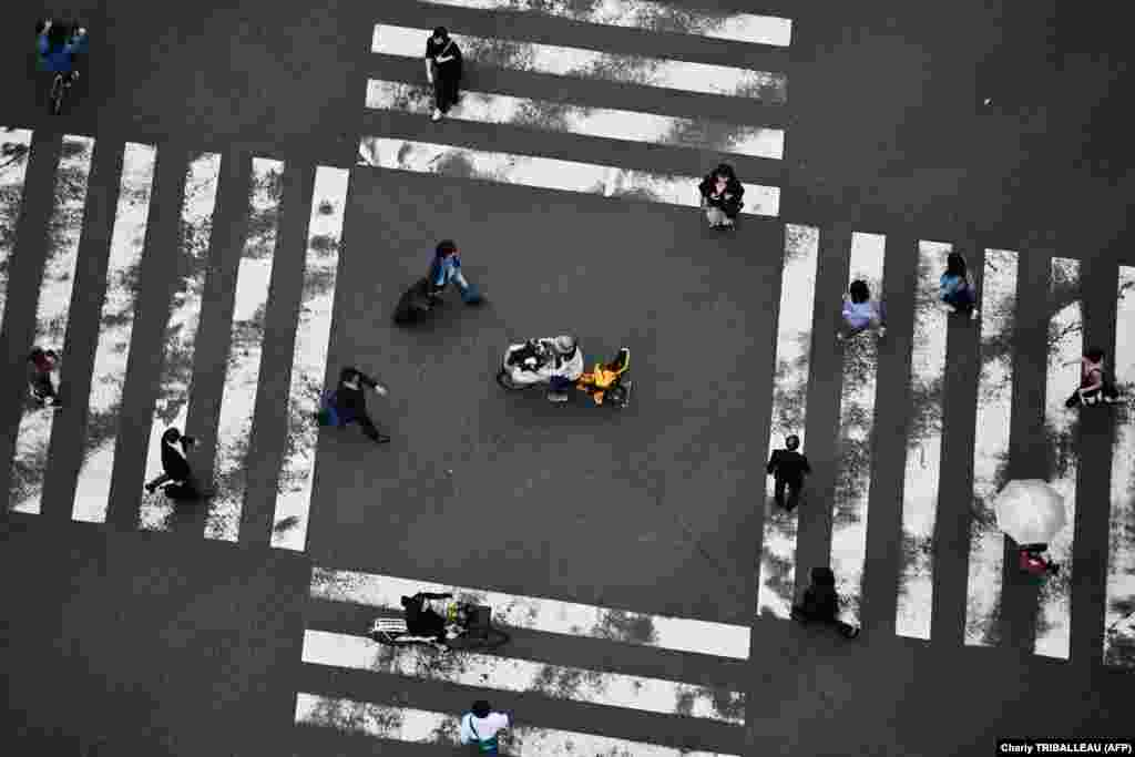People cross a street in Tokyo's Ginza district. (AFP/Charly Triballeau)