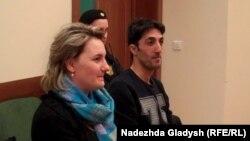Айхам Самран на заседании суда (справа)