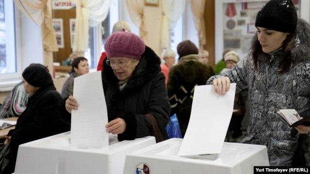 Голосование на одном из избирательных участков в Москве