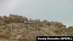 Айылдар Көк-Серек сайынын боюнда тоо этектеп жайгашкан жана таштуу адырлар менен курчалган өзүнчө оазис.