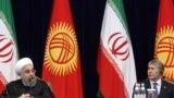 Eýranyň prezidenti Hassan Rohani (çepde) we Gyrgyzystanyň prezidenti Almazbek Atambaýew. Bişkek. 23-nji dekabr, 2016 ý.
