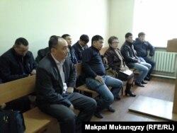 В зале суда над полицейскими по делу о пытках. Алматы, 23 апреля 2014 года.