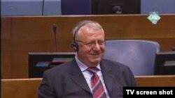Vojislav Šešelj u sudnici 4. travnja 2011
