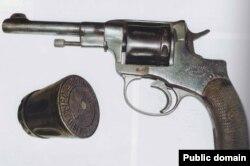 Револьвер і печатка Нестора Махна