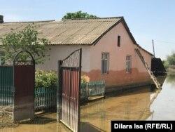 После наводнения уровень воды достигал двух метров, Оргебас, 12 мая 2020 года.