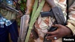 Бойцы отрядов вооруженного христианского ополчения в ЦАР с оружием российского производства