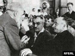Mir Cəfər Bağırov (ortada), Beriya (sağda)