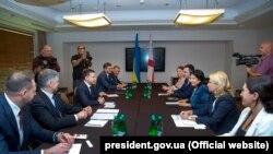 Президент України Володимир Зеленський (у центрі ліворуч) і президентка Грузії Саломе Зурабішвілі (у центрі праворуч) під час зустрічі у Польщі, 1 вересня 2019 року