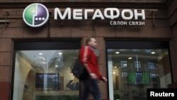 «МегаФон» ұялы байланыс операторының салоны. Мәскеу, 4 қыркүйек 2012 жыл.